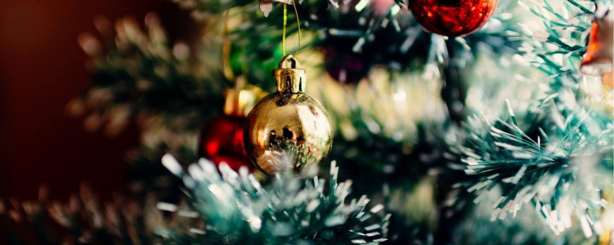 6 Trendy Christmas Tree Decor Themes