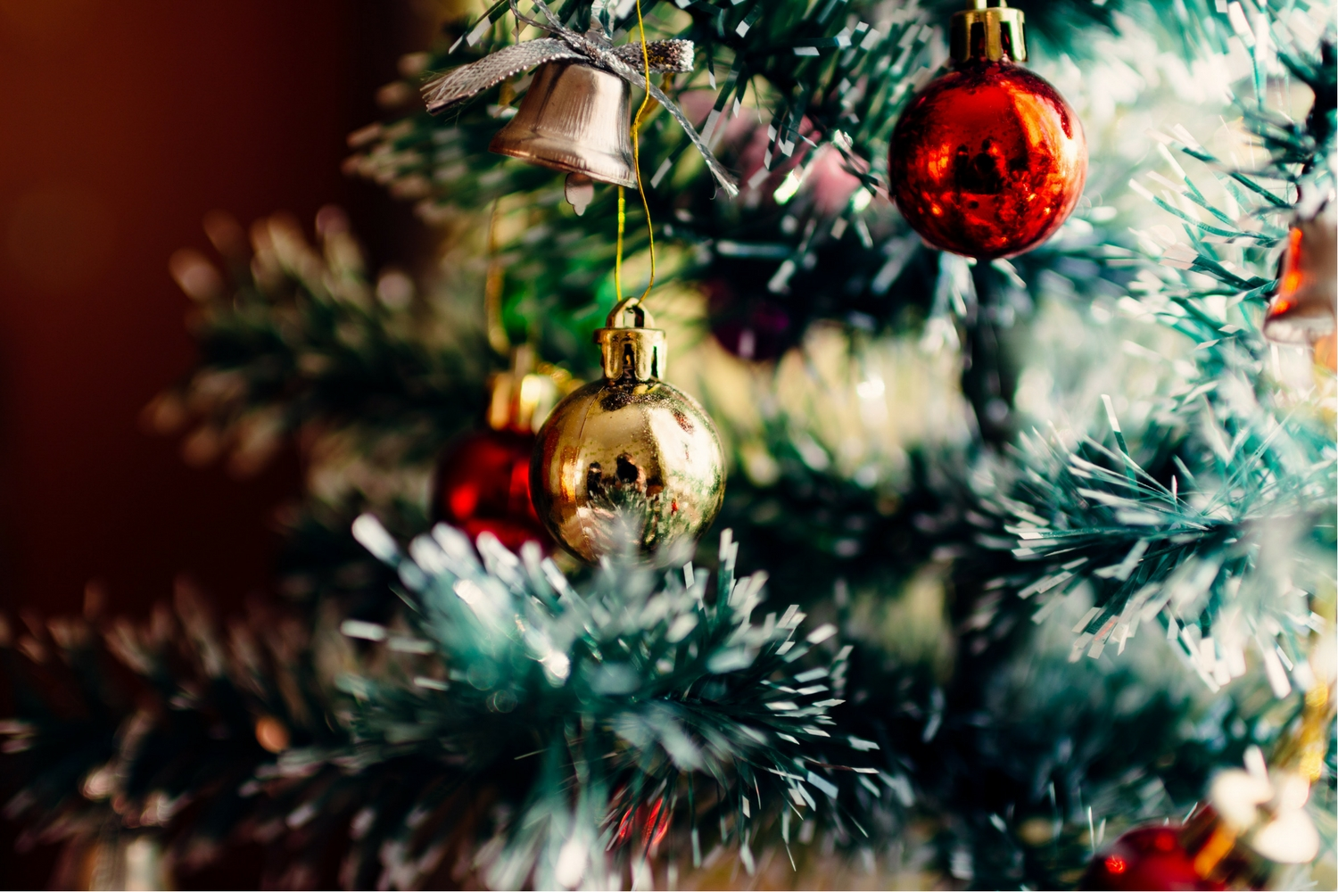 6 Trendy Christmas Tree Decor Themes